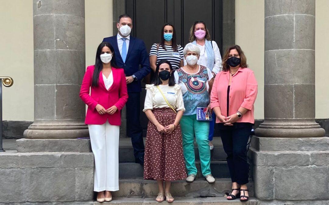 Reunión en el Parlamento de Canarias